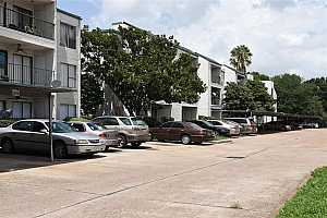 MLS # 35575118 : 2814 S BARTELL DRIVE UNIT J10