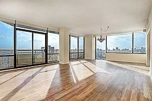 MLS # 7214161 : 15 GREENWAY PLAZA UNIT 25HK