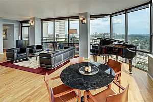 MLS # 6722861 : 15 GREENWAY PLAZA UNIT 24G