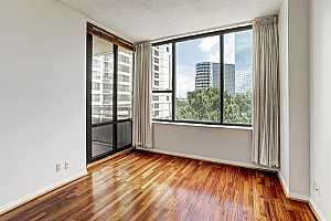 MLS # 75626397 : 15 GREENWAY PLAZA UNIT 6C