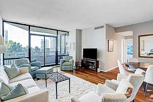 More Details about MLS # 47145863 : 15 GREENWAY PLAZA #6C