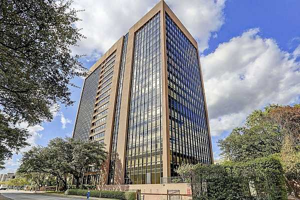 Photo #1 Elegant and established High Rise condominium in the heart of the Galleria Area. Directly next door to Nordstrom entrance and Galleria. One block away from Waterwall Park. Fantastic shopping, dining and attractions all around.