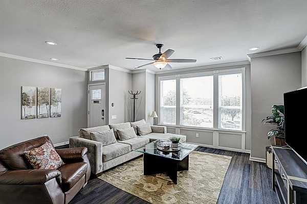 Photo #5 Elegant flooring to accent period style Heights homes with crown molding in living area. Breath taking views of park and downtown in the living area.