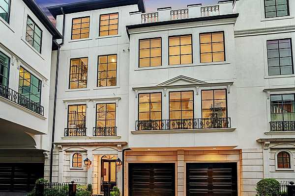 Photo #1 Situated on iconic Sunset Boulevard, just steps from Rice University and the Texas Medical Center, this luxurious townhome in the gated community of Cheyne Walk offers the convenience of a lock and leave lifestyle with the comfort of a spacious floorplan and 2 outdoor living areas.