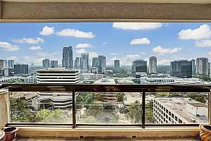 Browse active condo listings in PARK SQUARE
