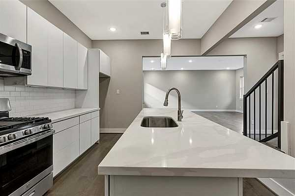 Photo #8 Example of Builder Finishes