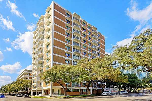 Photo #1 Parc IV high rise on Montrose located minutes from Downtown, the museums and the Medical Center.