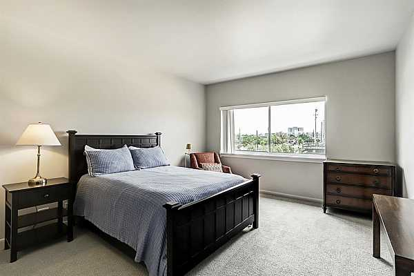 Photo #8 Bedroom with en-suite bath and 2 closets (one is a large walk-in closet)! New carpet in 2019.