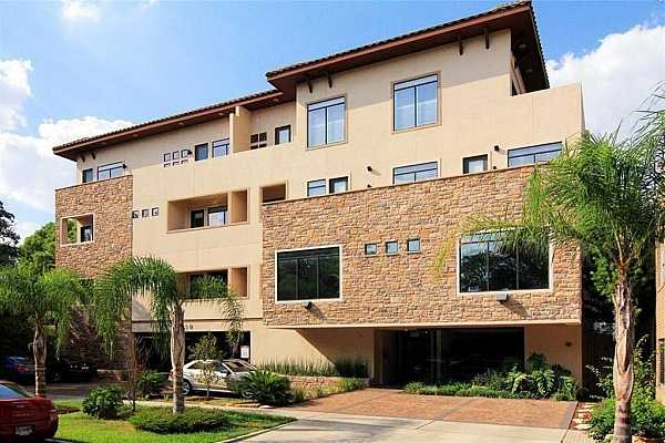 Photo #1 Beautiful contemporary condo with limited access