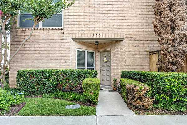 Photo #1 2004 Augusta is a meticulously updated unit located in the heart of the Galleria. Guest parking right outside the unit