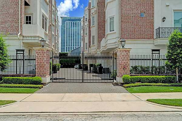 Photo #6 Gated complex of 12 properties w/ attached garage & remote controlled gate