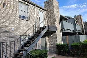 Browse active condo listings in LEAWOOD