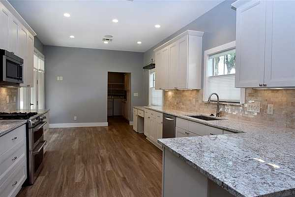 Photo #6 Beautiful townhome in popular Woodlake Forest