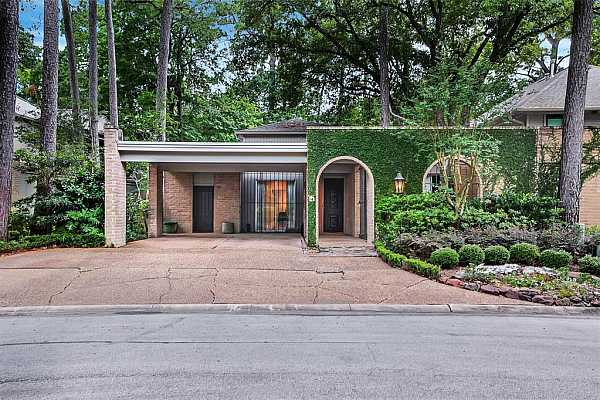 Photo #1 Stunning mid-century modern single-story home in a beautiful subdivision zoned to highly desirable Memorial area schools.