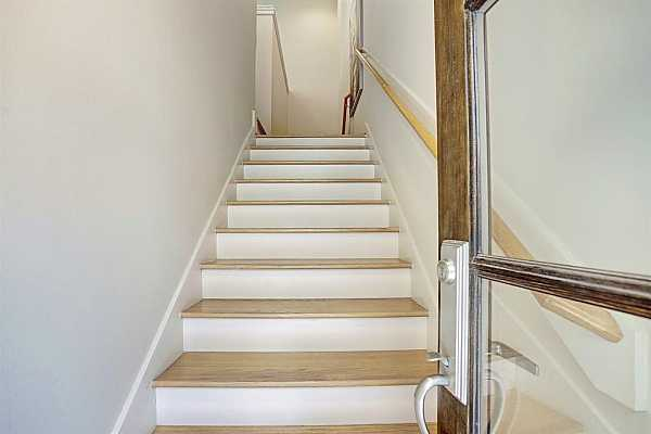 Photo #4 Hardwoods throughout this beautiful townhome!