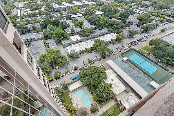 Photo #11 Patio view of outdoor amenities offered