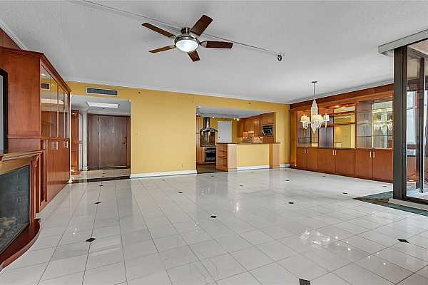 Photo #5 Open floorplan makes for easy communication throughout the day with family members.