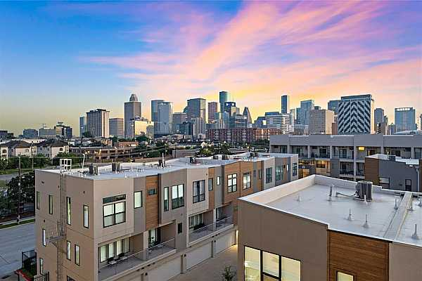 Photo #5 Wake up every day to the magnificent views of the Houston Skyline! Nestled in the European-style Parc at Midtown, this modern 2-story condo features 2 bedrooms and 2.5 baths. Situated minutes from Downtown enjoy proximity to the finest restaurants and retail centers of both Downtown and Uptown District.