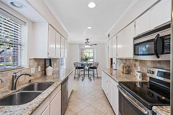 Photo #12 The chef of the home will love preparing meals in this gorgeous kitchen! Beautiful natural light, expansive granite counters and plenty of cabinet space!