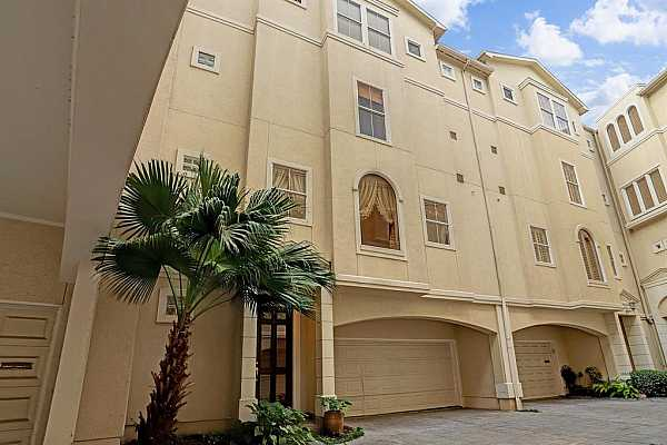 Photo #3 This Italian style, town home community is centrally located just minutes from Downtown and the River Oaks Shopping Center.