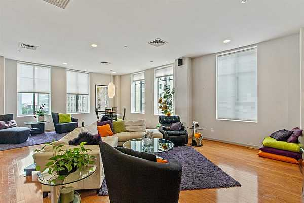 Photo #7 You will love the large windows and unobstructed downtown views.