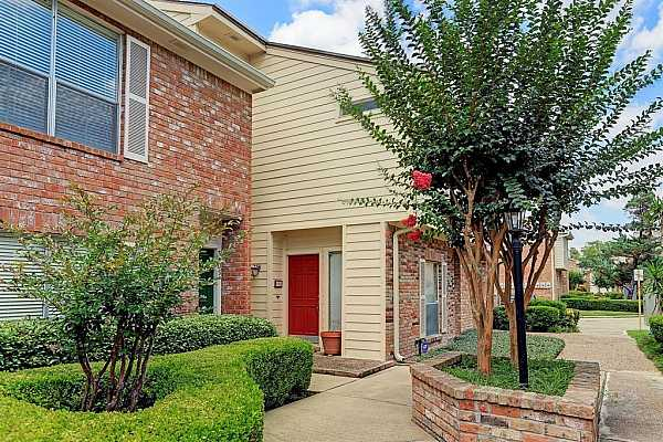 Photo #1 Welcome to Woodway Place Townhomes!  Great location north of San Felipe near Woodway!