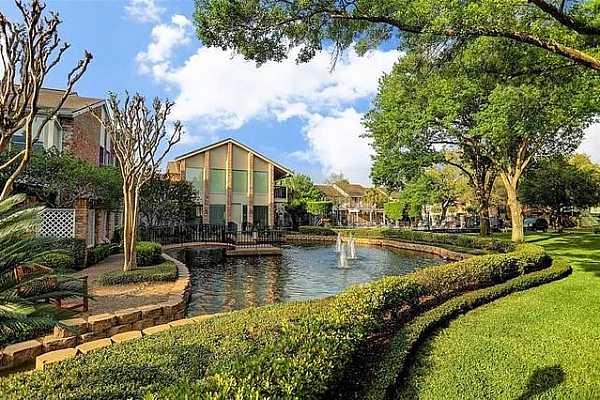 Photo #3 A lovely oasis in the heart of Houston you can call home!