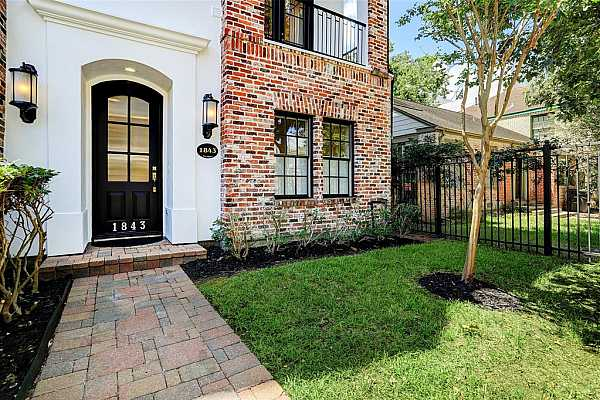 Photo #3 Welcome to 1843 Sul Ross Street Houston, TX 77098 a 3/4 bedroom 4.5 bath 2 car attached garage town home that is zoned to Poe Elementary, Lanier Middle School and Lamar High School.  Handsome red brick, stucco + cement board exterior construction for minimal exterior maintenance.  The homes current owner has kept the homes stucco area caulked/waterproofed on a regular basis.