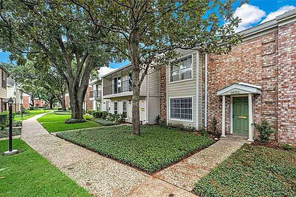 Photo #1 Beautifully updated 4bdrm, 2.5 bath townhome in Briar Forest with lots of upgrades and amenities! Come see for yourself! Effortless access to major roads and highways and conveniently located near to main hubs like the Energy Corridor, West Chase, City Center and Chinatown.