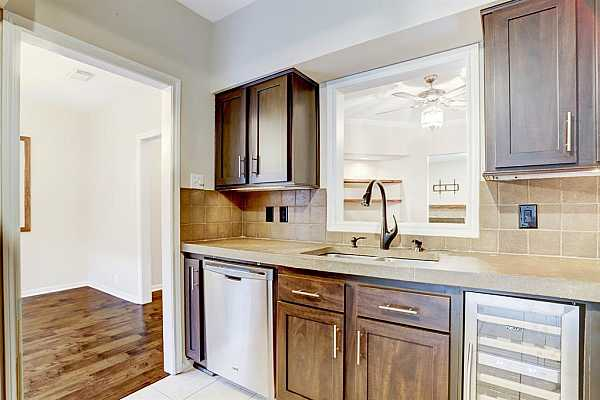 Photo #12 Spacious Kitchen and breakfast room.