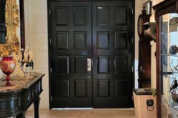 Photo #4 Formal entry with interior doors closed