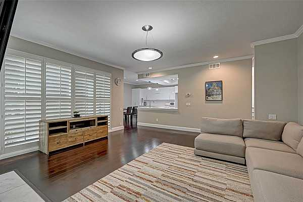 Photo #6 Beautiful plantation shutters in every room!