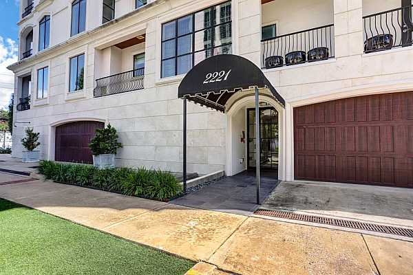 Photo #4 The unit is in Chateau Ten- a boutique mid-rise located in the heart of the River Oaks area! Walking distance to River Oaks area dining and shopping.