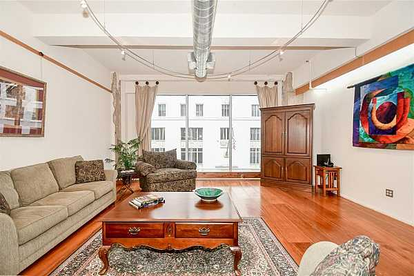 Photo #1 Beautiful Capitol Lofts in the heart of Downtown!