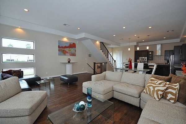Photo #3 Contemporary home 3/3.5 home in the heart of Houston with easy access to I-10