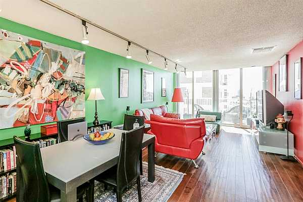 Photo #12 Wonderful living space with lively color scheme!