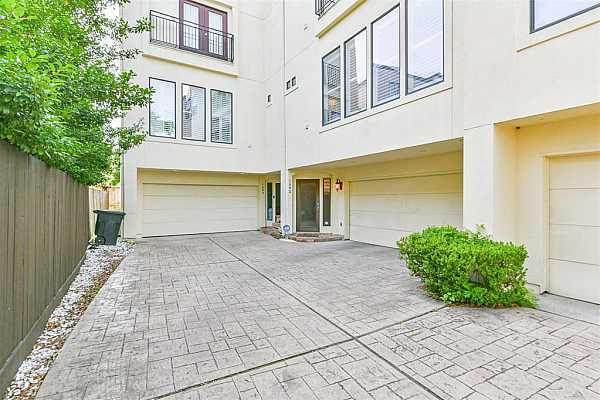 Photo #3 Contemporary 3 bedroom home in the heart of River Oaks Shopping Center.