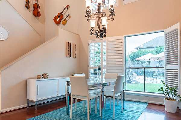 Photo #1 Gorgeous townhome with tons of natural light