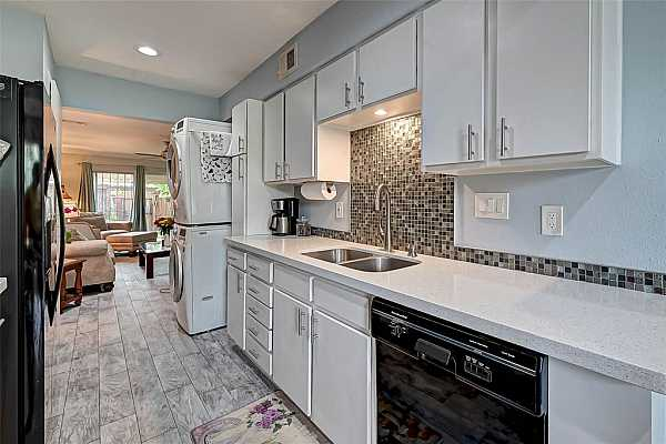 Photo #12 Quartz counters with undermount stainless steel sink and tiled backsplash