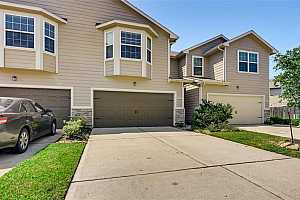 Browse active condo listings in BAMMEL TRACE