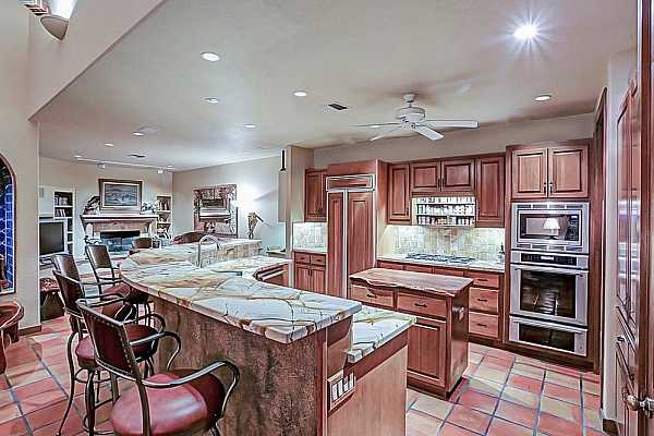 Photo #10 Double island and a food warmer what more can you ask for? A large pantry too.
