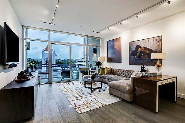 Photo #3 One of the many amenities this building offers is the outdoor roof top deck with panoramic views of the city.  Great for gathering with your neighbors in the 29 unit building or entertaining with your friends and family for great evening nights and firework events.