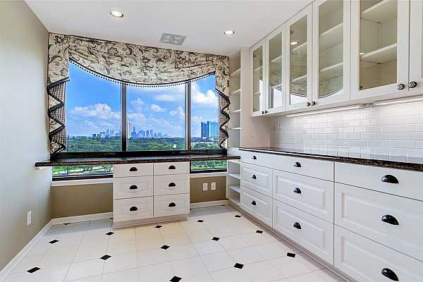 Photo #4 The breakfast nook currently has a built-in desk/bar area, glass front cabinets and storage shelves. Check out the view of Downtown!