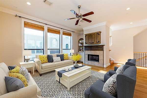 Photo #4 Spacious and bright living room (furnitures are virtually staged)