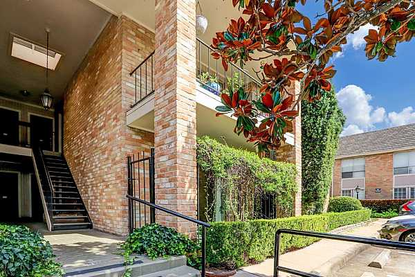 Photo #1 Welcome to 2230 S Piney Point Road Unit #101, rare ground floor unit featuring a patio and two assigned parking spaces in front of condo!
