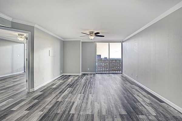Photo #8 Stainless steel appliances all stay, dishwasher replaced 2020, microwave replaced 2019.